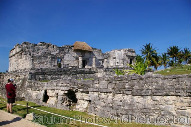Large Tulum ruin with many pillars.jpg