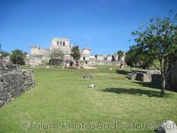 Tulum ruins central area looking towards large temple.jpg